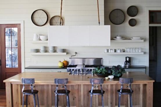 cuisine de type industriel avec tabouret en métal et îlot en bois