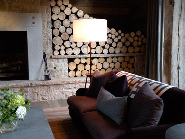 espaces de rangement pour le bois avec de la pierre