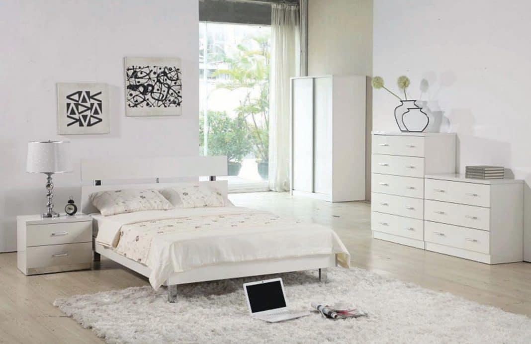 19 id es de chambres grises et blanches moderne house 1001 photos inspirations maison et. Black Bedroom Furniture Sets. Home Design Ideas