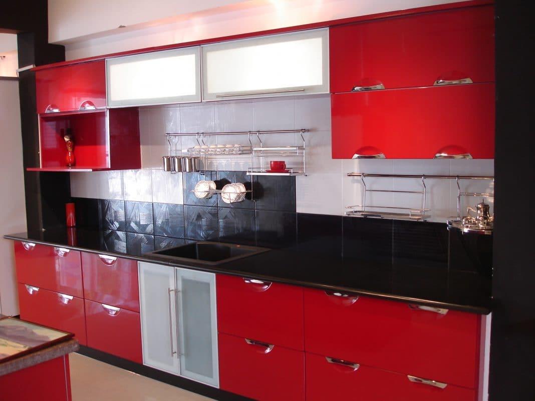 cuisine l 39 association du rouge et noir entre vintage et. Black Bedroom Furniture Sets. Home Design Ideas
