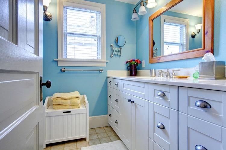 Salle de bain bleue 101 id es originales pour votre d co - Couleur peinture salle de bain tendance ...