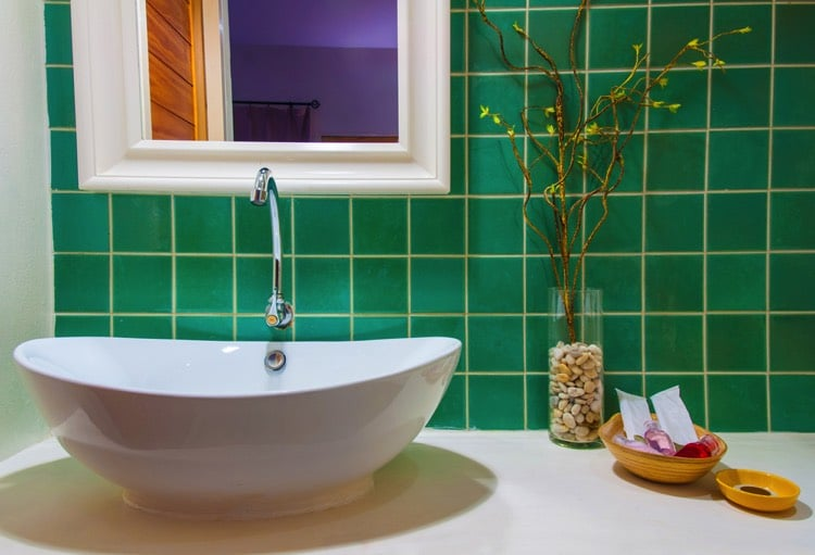 Salle de bains verte 125 id es pour vous convaincre for Carrelage salle de bain vert emeraude