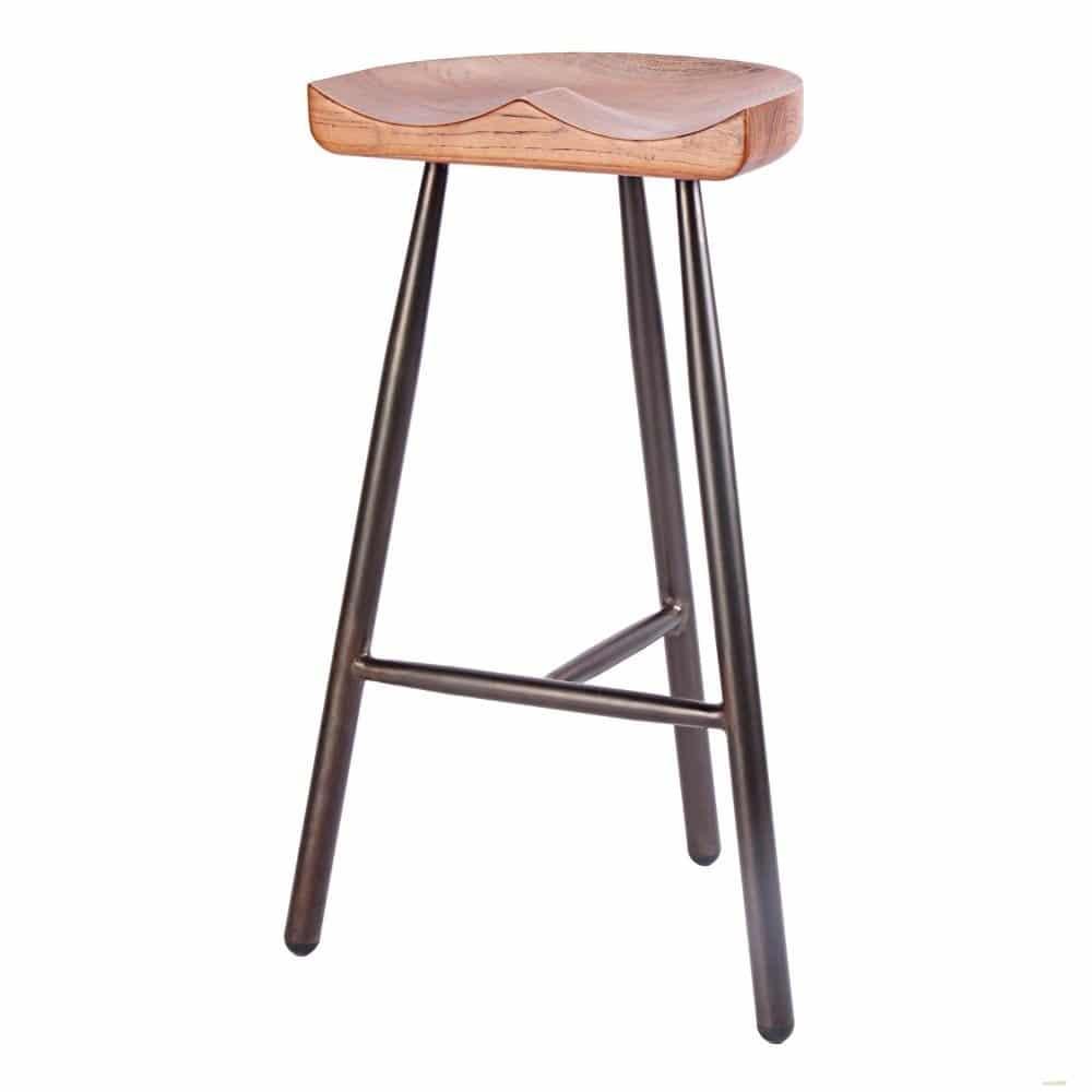 tabouret de bar avec piètement en acier et assise en bois