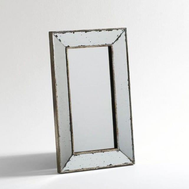 cadre vintage pour ce miroir aux accents traditionnels