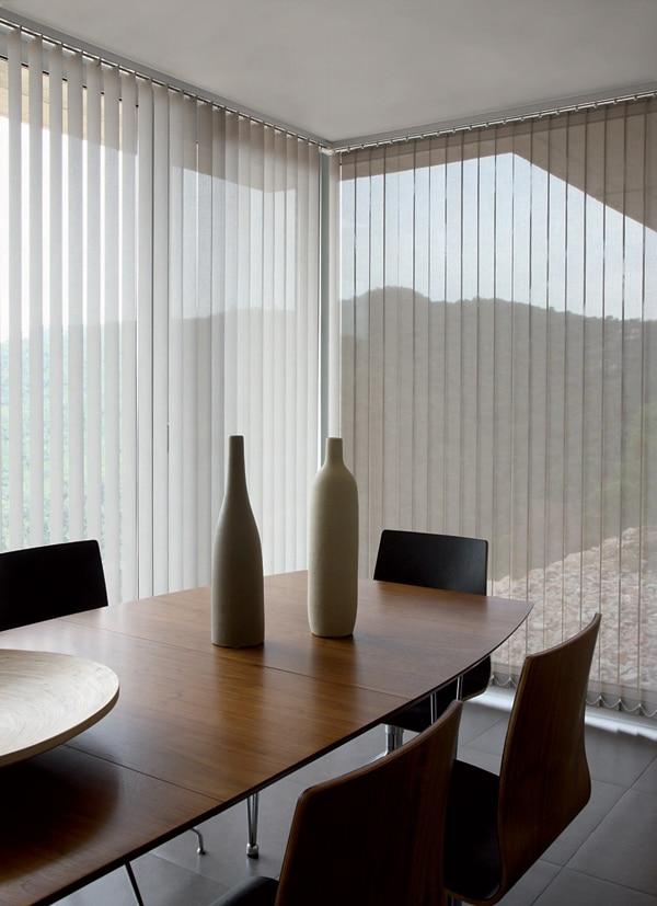 panneaux japonais ou store californien comment choisir. Black Bedroom Furniture Sets. Home Design Ideas