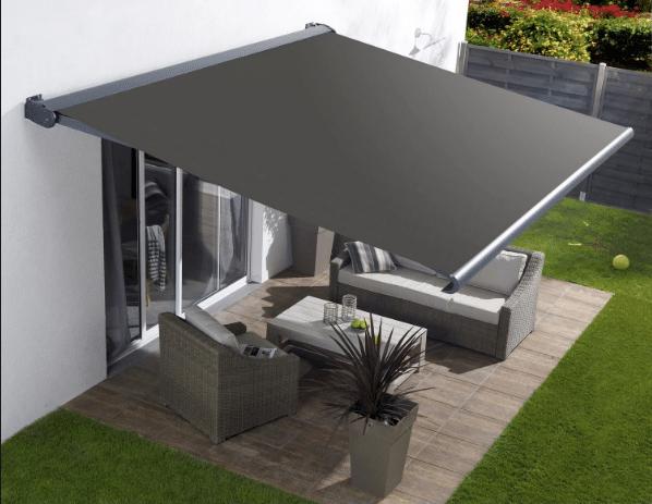 Un store banne, pratique pour une petite terrasse