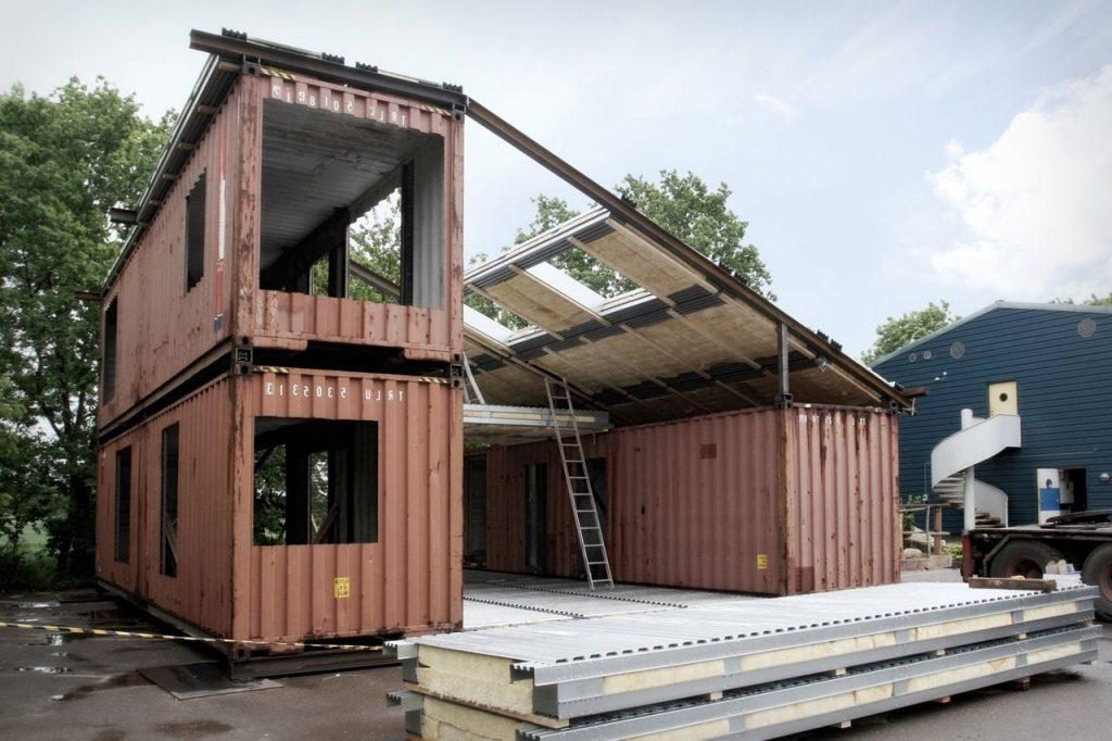 Construction d'une maison avec 3 containers