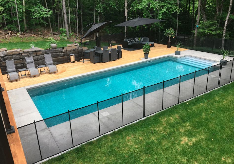 Une barrière de piscine amovible