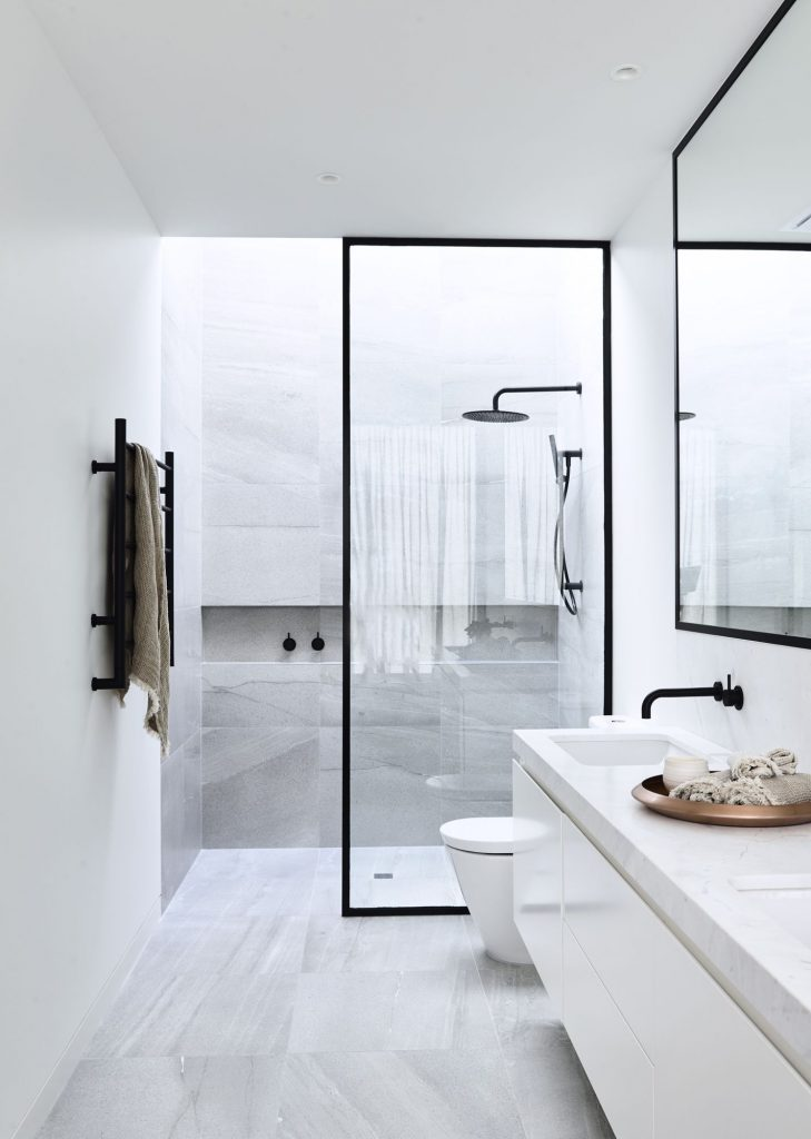 Vu sur Pinterest. Une salle de bain luxueuse avec un revêtement en marbre
