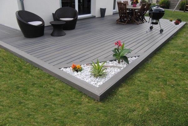 terrasse en matériaux composites avec espace vert