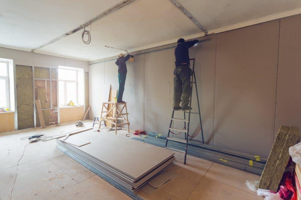 travaux de rénovation dans une chambre